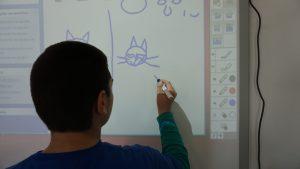 Ο διαδραστικός πίνακας διαδραματίζει ρόλο στο μάθημα